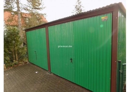 Blechgarage-in-gruen-Doppelgarage-in-RAL6029